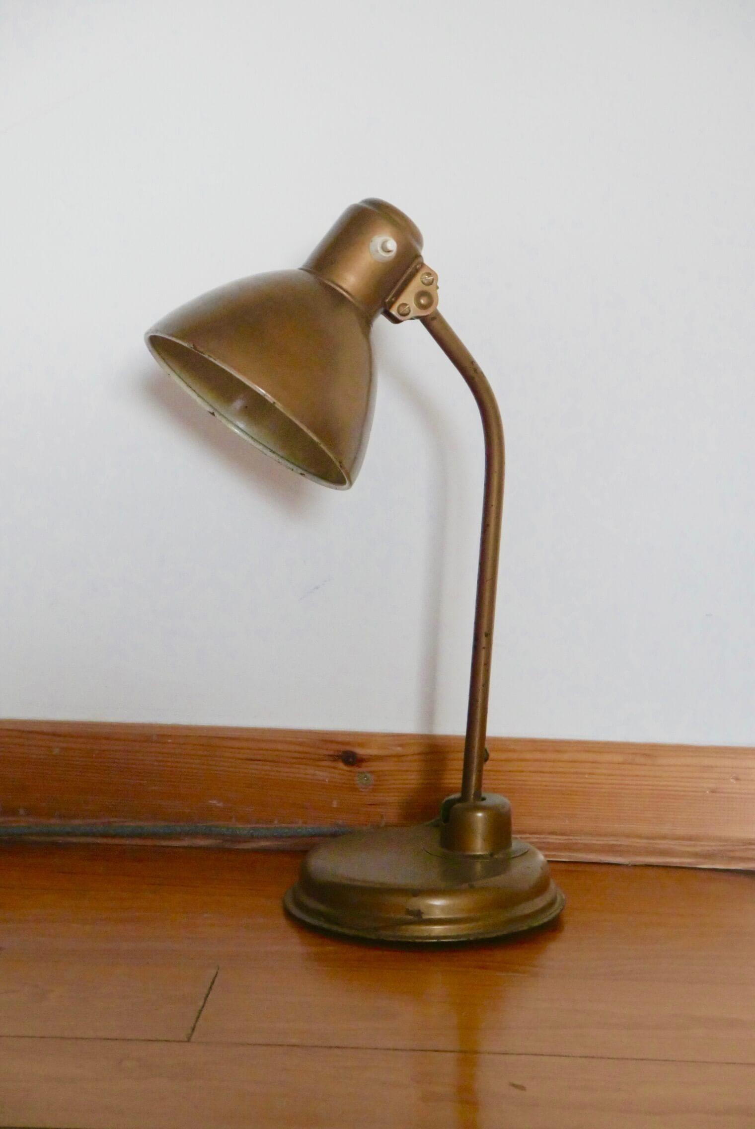 Vintage Tischlampe in Golde