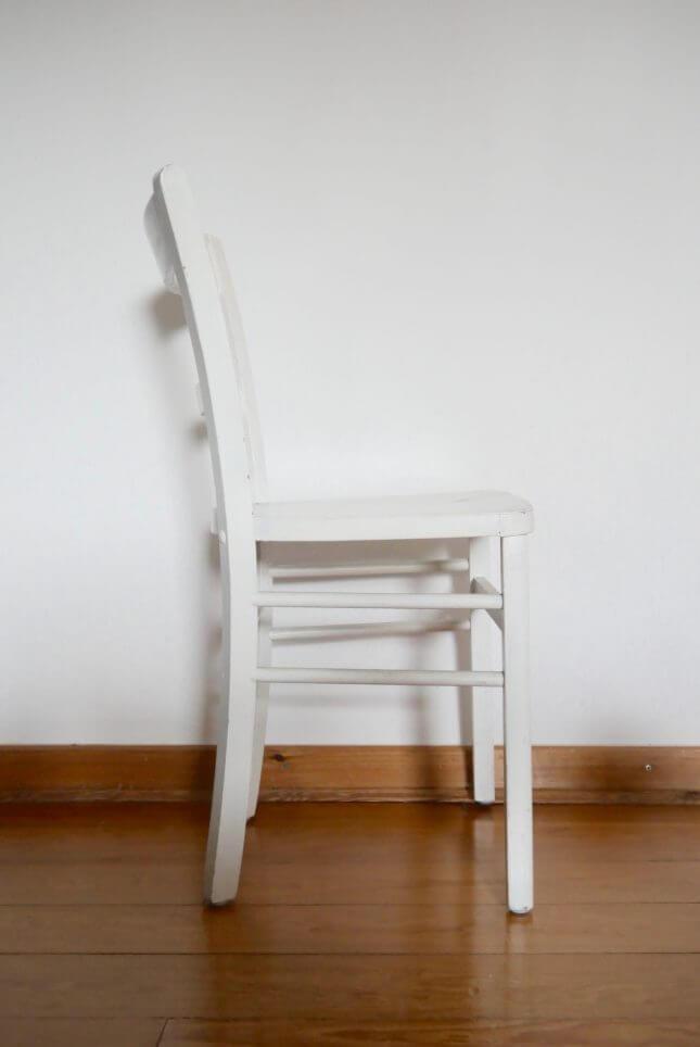 Weißer Vintage Stuhl mit Strebe