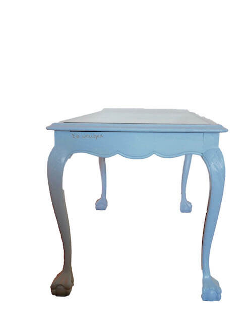 Gedrechselte Stuhlbeine Vintage Tisch hellblau