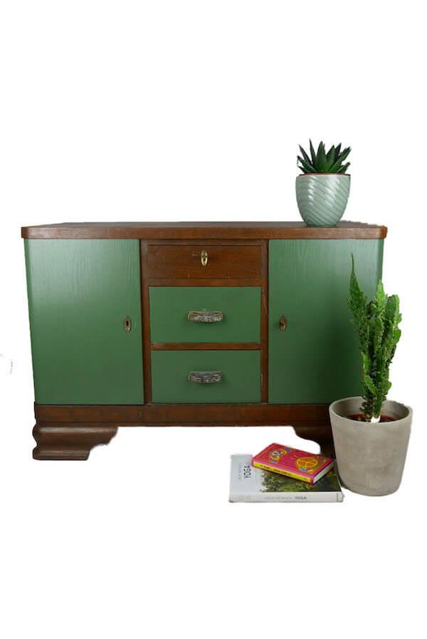 Schwere Holzkommode mit tannengrüner Farbe