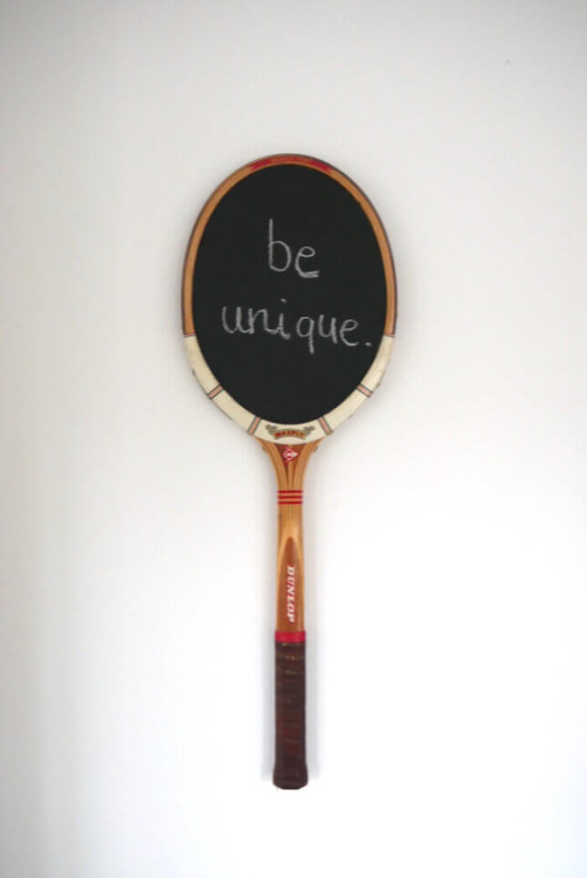Tafel aus Dunlop Retro Tennisschläger - weißer Rahmen