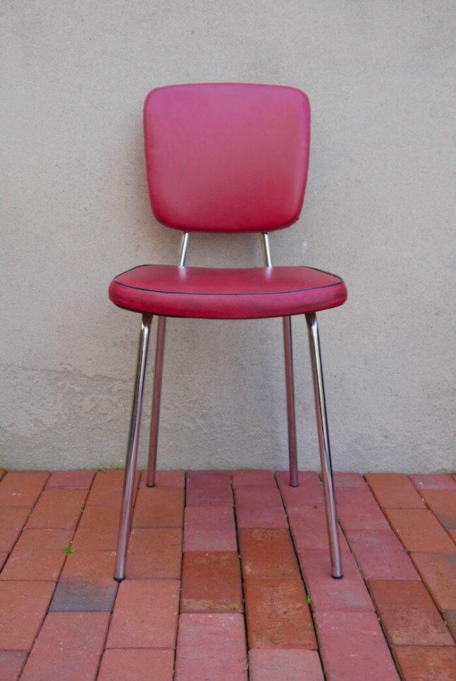 Alter roter Cocktail Stuhl