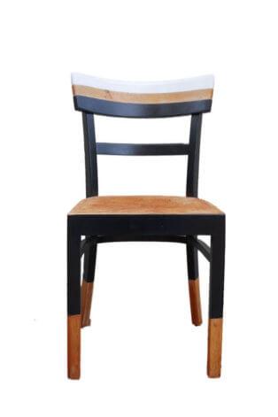 Vintage Holzstuhl mit schwarz-weißen Farbhighlights