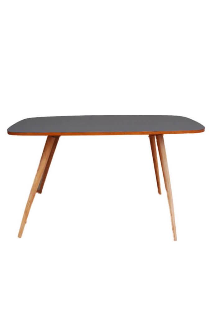 Nierentisch mit schwarzer Tischplatte