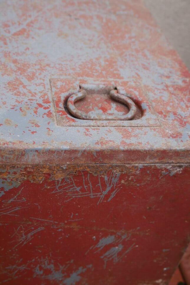 Metalltruhe im Industriedesign