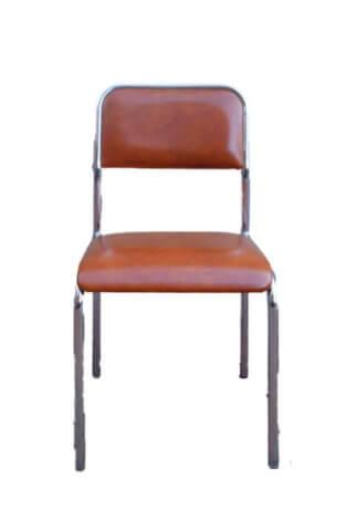 Gemütlicher brauner Metallstuhl