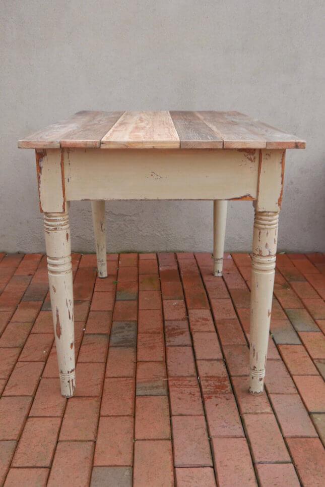 Vintage Tisch im Landhaus Stil